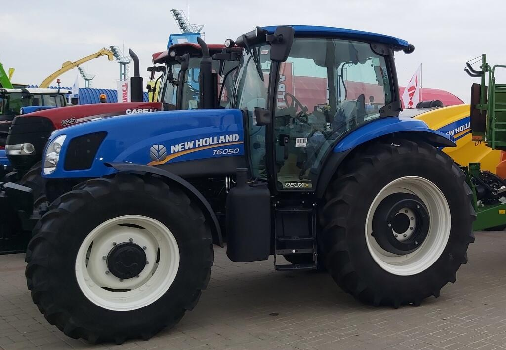 New Holland T6050 5.jpg