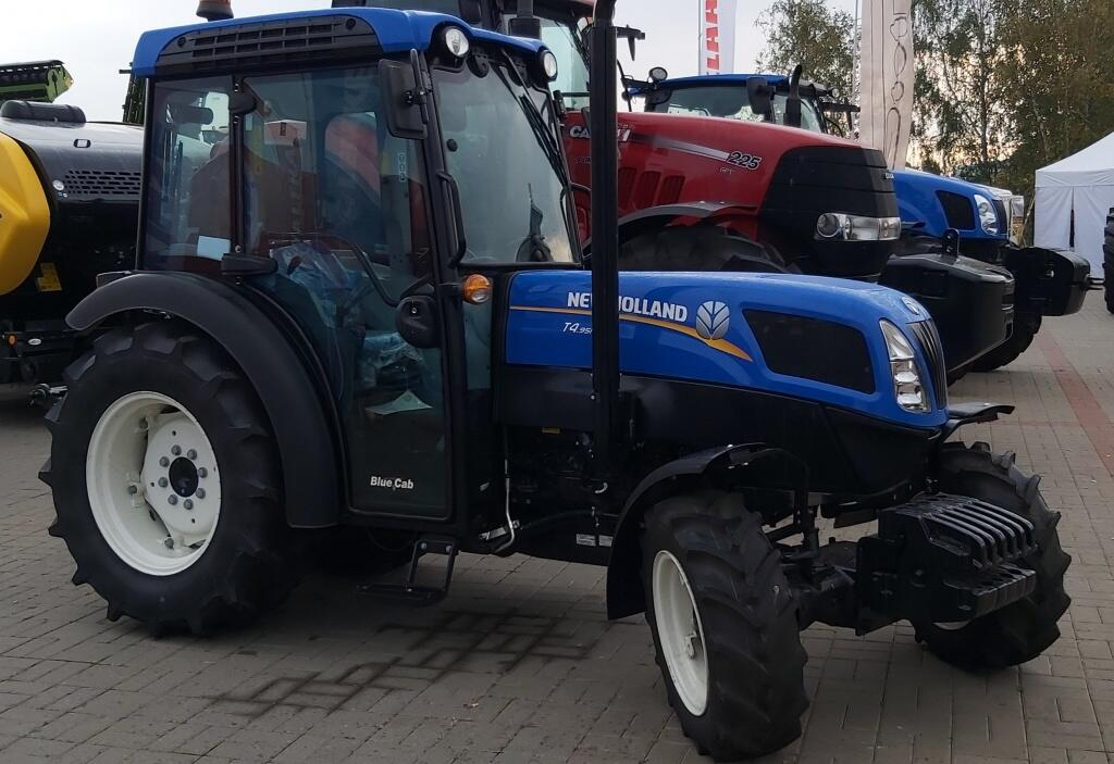 New Holland T4 2.jpg